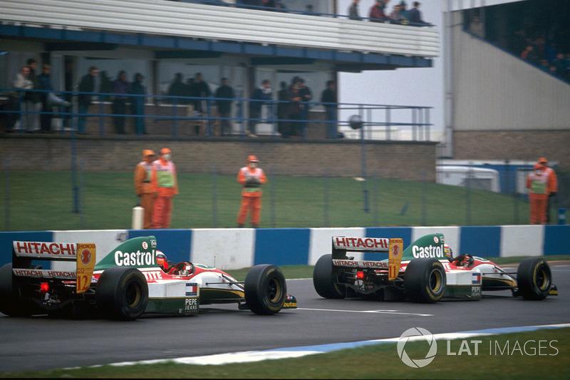 Johnny Herbert, Lotus 107B poursuit Alessandro Zanardi, Lotus 107B
