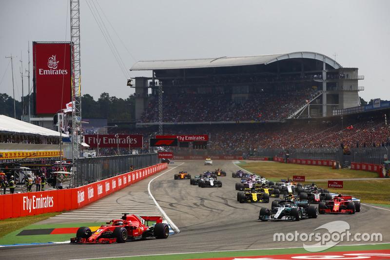 Start action, Sebastian Vettel, Ferrari SF71H, leads Valtteri Bottas, Mercedes AMG F1 W09, Kimi Raikkonen, Ferrari SF71H, Max Verstappen, Red Bull Racing RB14