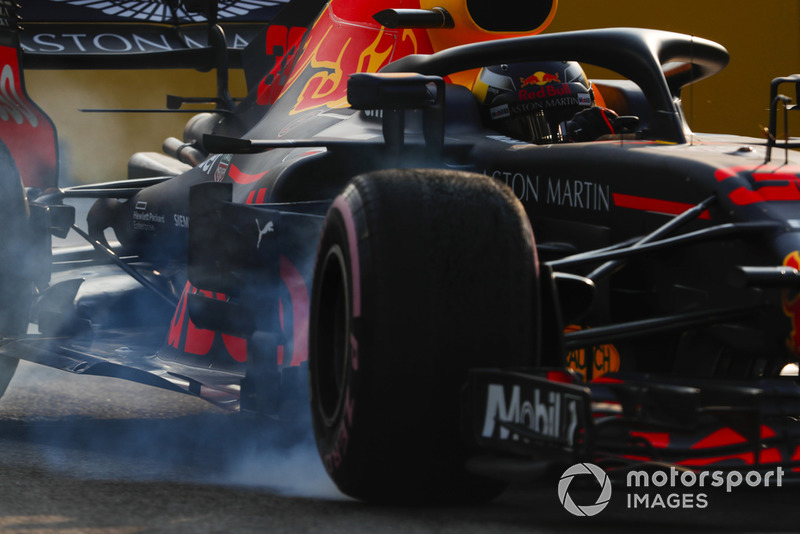 Max Verstappen, Red Bull Racing RB14, locks-up a front wheel