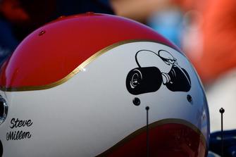 Helm von Steve Millen