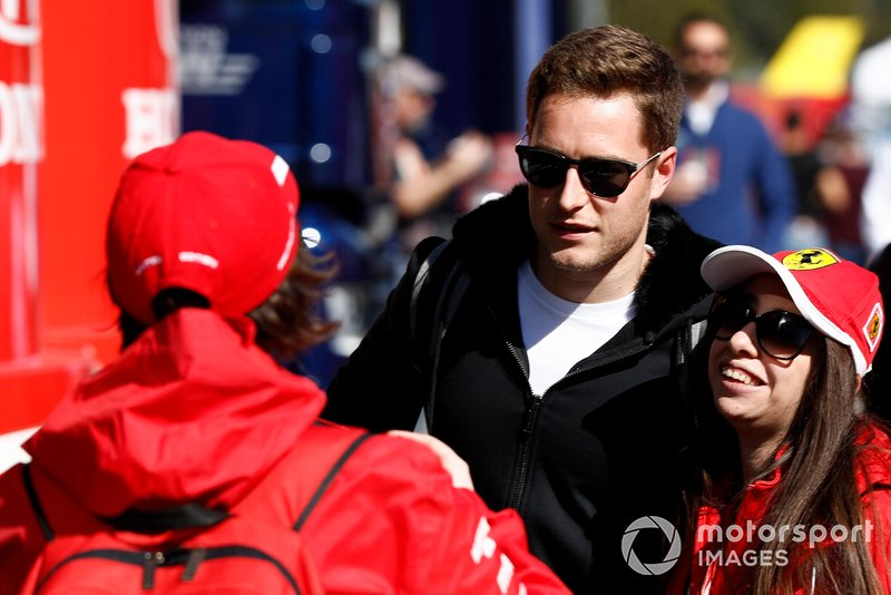 Stoffel Vandoorne poses for a photo with a fan