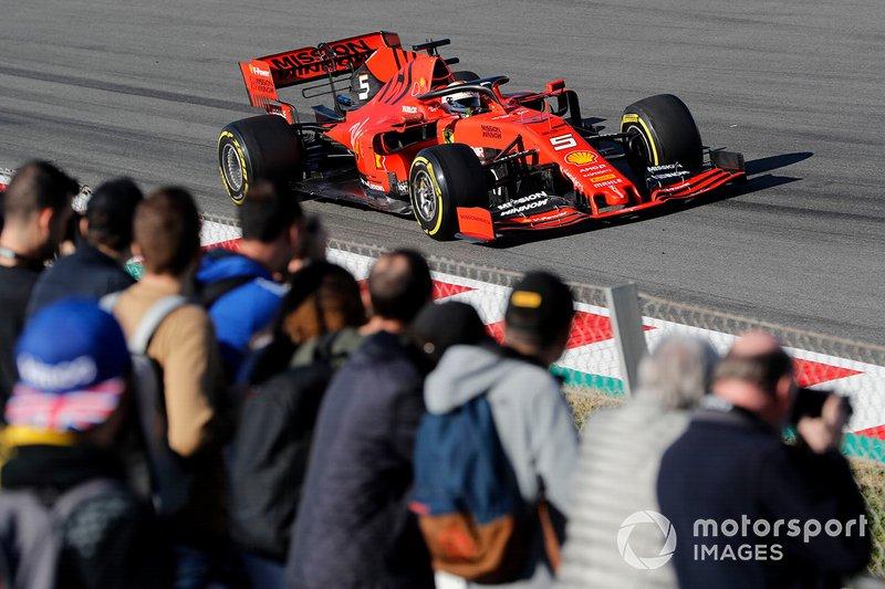 Sebastian Vettel, Ferrari SF90, con dei tifosi