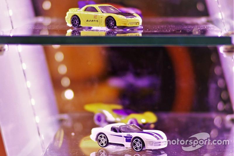 Diecast Mazda RX-7 dan Dodge Viper Hot Wheels