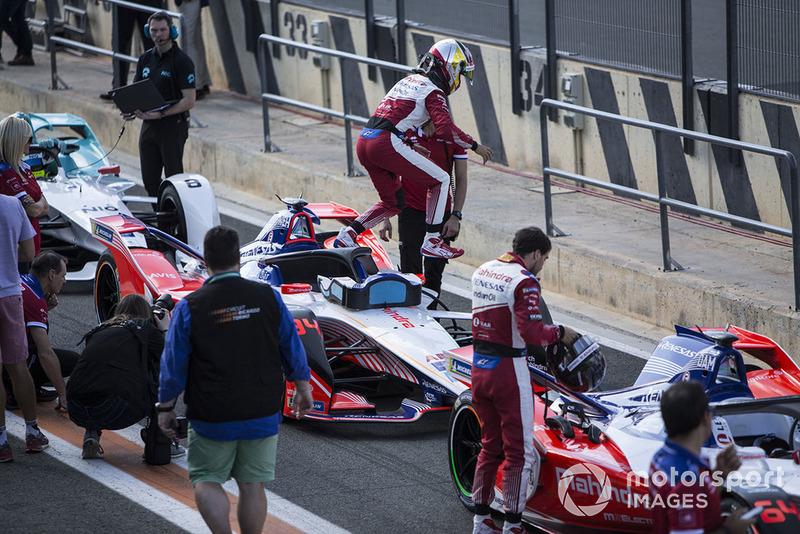Pascal Wehrlein, Mahindra Racing, M5 Electro exits his car