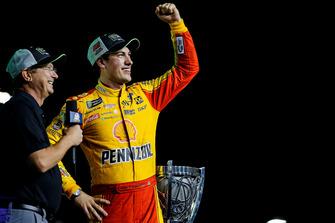 Joey Logano, Team Penske, Ford Fusion Shell Pennzoil, festeggia