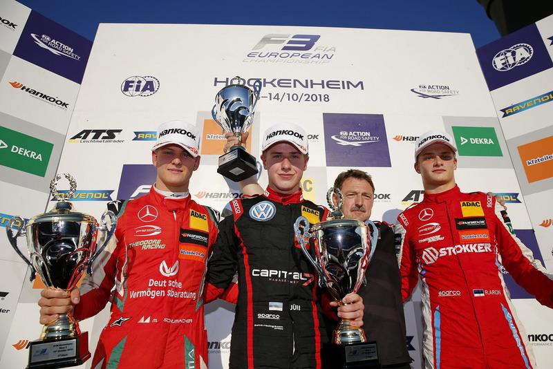 Podio: ganador de la carrera Jüri Vips, Motopark Dallara F317 - Volkswagen, segundo lugar Mick Schumacher, PREMA Theodore Racing Dallara F317 - Mercedes-Benz, tercer lugar Ralf Aron, PREMA Theodore Racing Dallara F317 - Mercedes-Benz