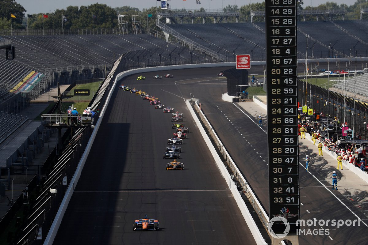 Scott Dixon, Chip Ganassi Racing Honda leads