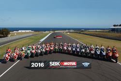 Gruppenbild aller Fahrer in der Superbike-WM