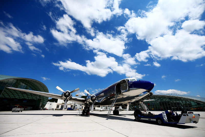 Red Bull DC-6B