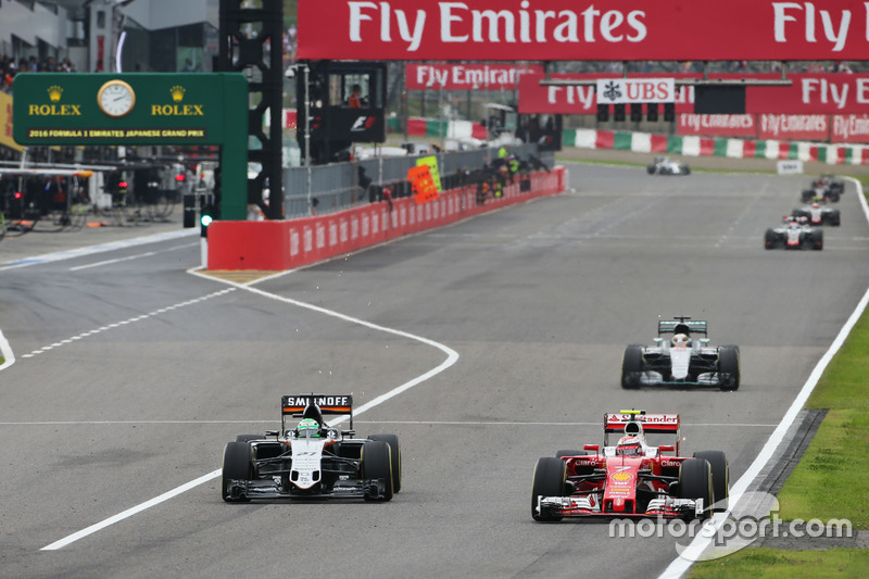 Kimi Raikkonen, Ferrari SF16-H and Nico Hulkenberg, Sahara Force India F1 VJM09 battle for position