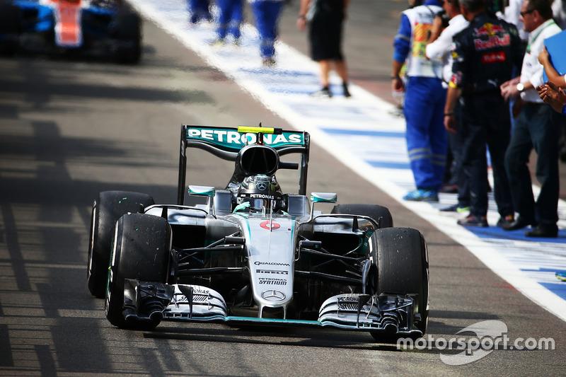 Yarış galibi Nico Rosberg, Mercedes AMG F1 FSQ921