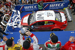 Podium: second place Nicky Catsburg, LADA Sport Rosneft, Lada Vesta; Winner José María López, Citroën World Touring Car Team, Citroën C-Elysée WTCC; Tiago Monteiro, Honda Racing Team JAS, Honda Civic WTCC