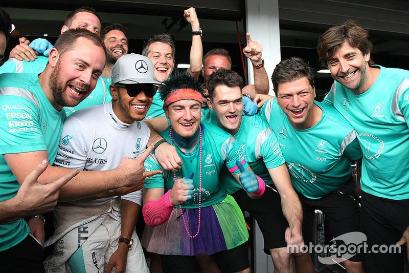 Celebración de Mercedes de la victoria de Hamilton en Alemania