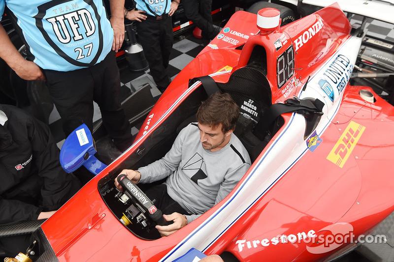 Фернандо Алонсо в машине Марко Андретти
