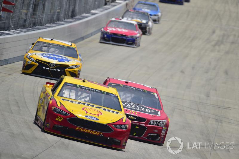 Joey Logano, Team Penske, Ford; Jamie McMurray, Chip Ganassi Racing, Chevrolet