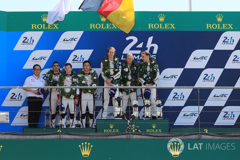 Podio LMP1: i vincitori della gara Timo Bernhard, Earl Bamber, Brendon Hartley, Porsche Team, al secondo posto Sébastien Buemi, Anthony Davidson, Kazuki Nakajima, Toyota Gazoo Racing