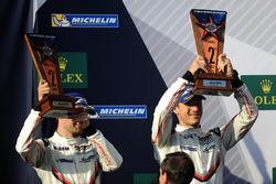 Подіум у класі LMGTE Pro: друге місце Мікаель Крістенсен, Кевін Естр, Porsche Team