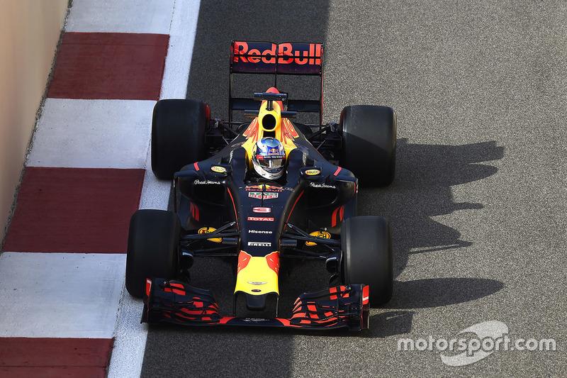 Daniel Ricciardo, Red Bull Racing probando las Pirelli 2017