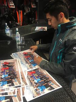 Ho-Pin Tung, Jaguar Racing firma autografi