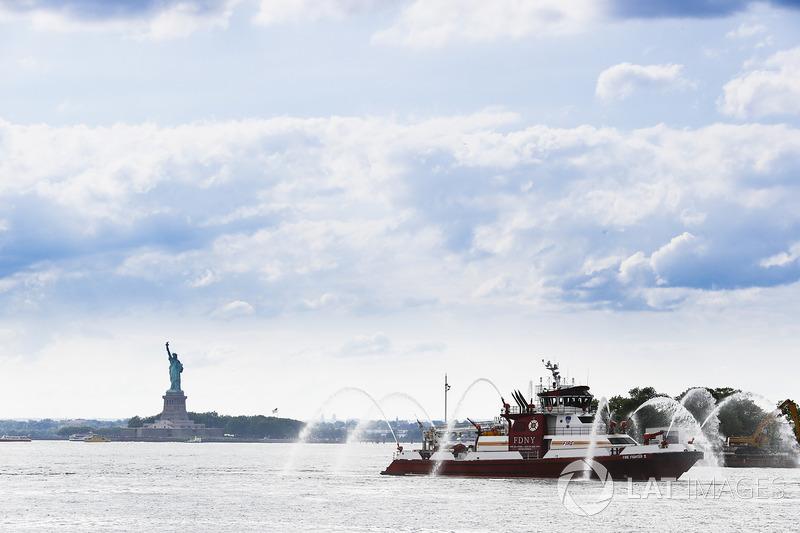 El Departamento de bomberos de Nueva York y la estatua de la libertad