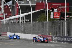 Takuma Sato, Andretti Autosport Honda, Will Power, Team Penske Chevrolet