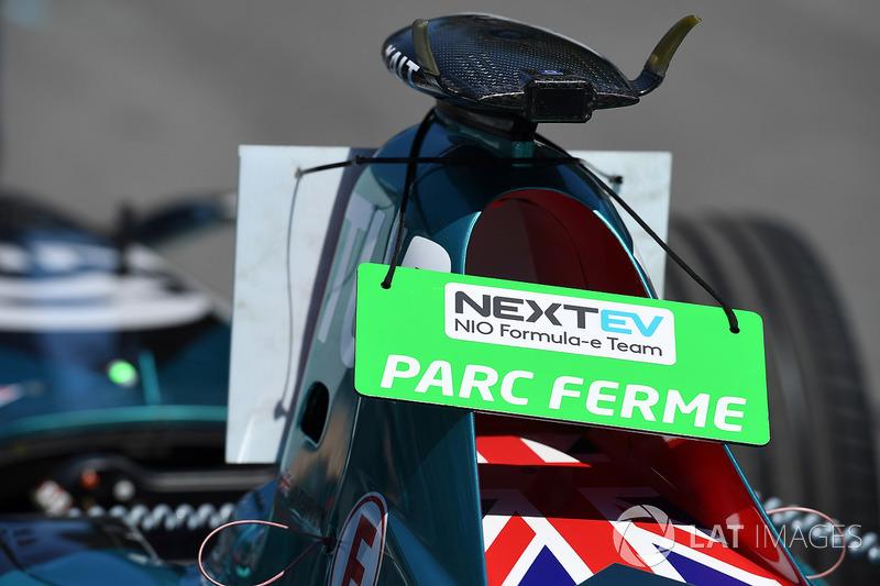 Coche de Oliver Turvey, NEXTEV TCR Formula E Team, en Parc Ferme