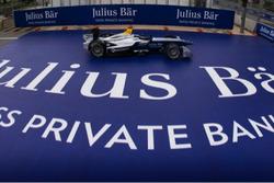 Una Formula E e il logo Julius Baer Bank