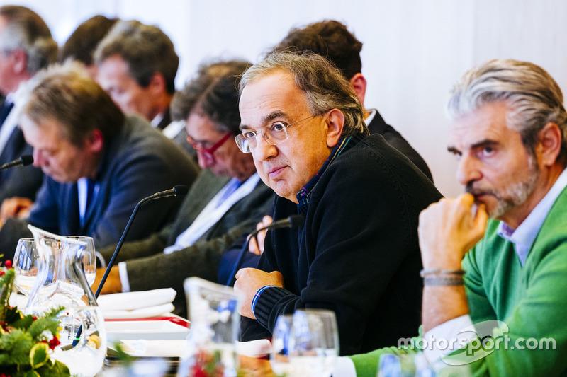 Sergio Marchionne, Presidente y CEO de Ferrari Fiat Chrysler automóviles y Maurizio Arrivabene, director del equipo Ferrari