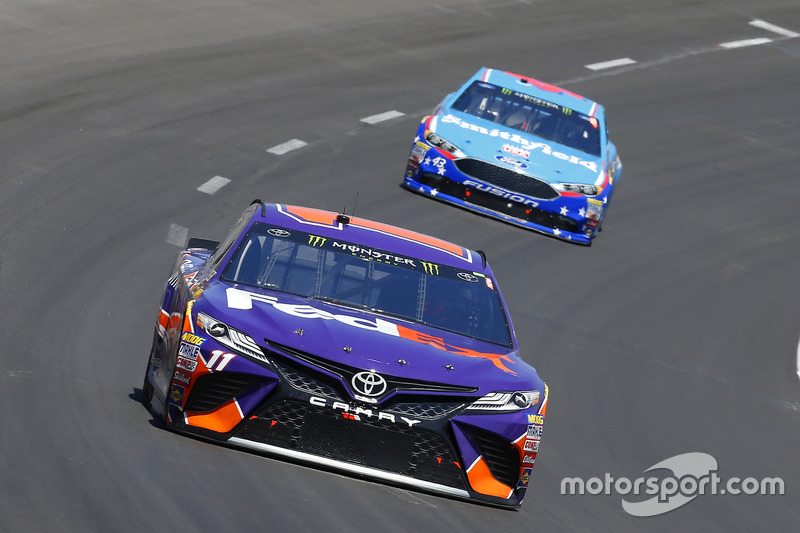 Denny Hamlin, Joe Gibbs Racing, Toyota; Aric Almirola, Richard Petty Motorsports, Ford