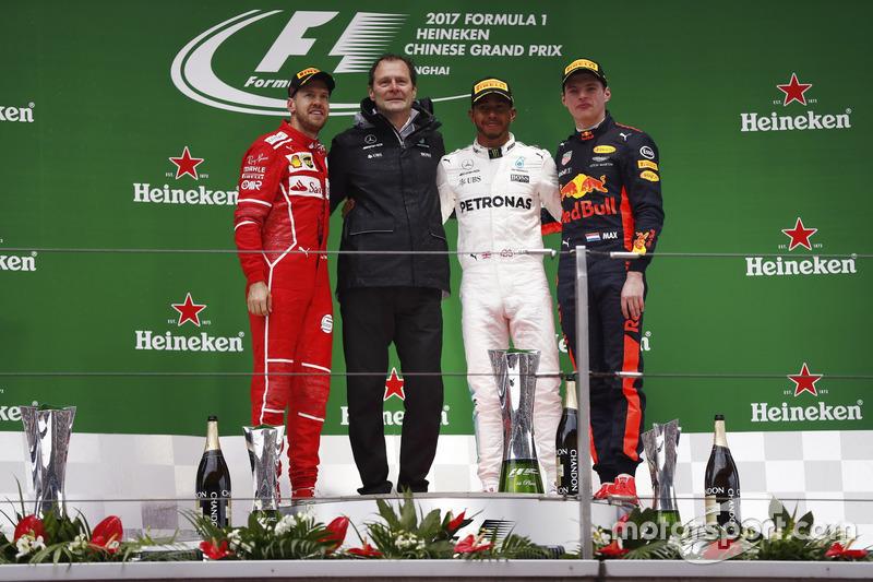 Podium: 2. Sebastian Vettel, Ferrari; Aldo Costa, Chefingenieur, Mercedes AMG; 1. Lewis Hamilton, Mercedes AMG; 3. Max Verstappen, Red Bull Racing