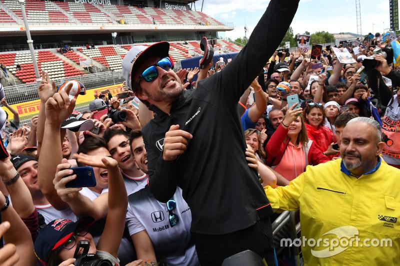 Fernando Alonso, McLaren selfie