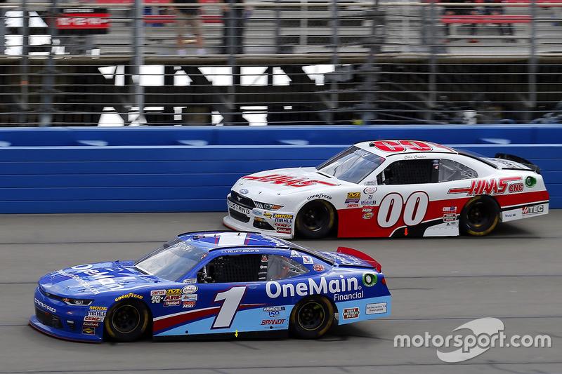 Elliott Sadler, JR Motorsports Chevrolet y Cole Custer, Stewart-Haas Racing Ford