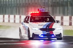 BMW Coche de seguridad en la inspección de pista, pista mojada