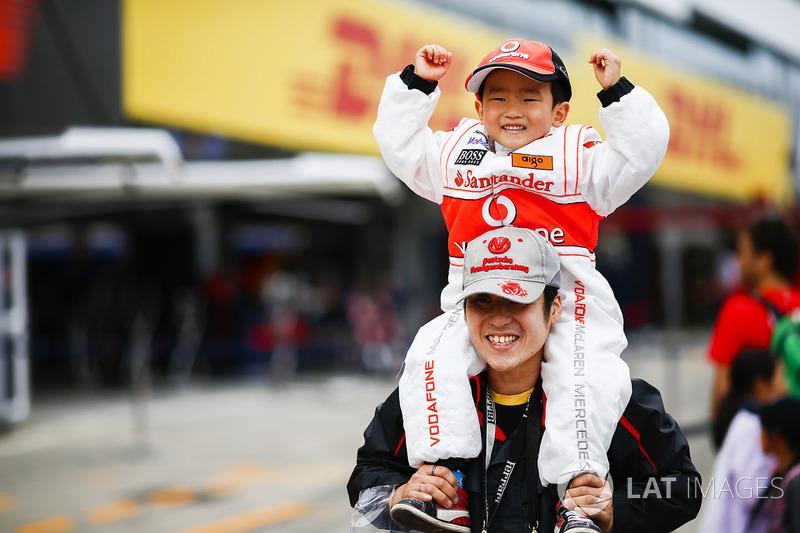 A young McLaren fan