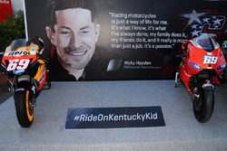 Tributo a Nicky Hayden con tutte le moto