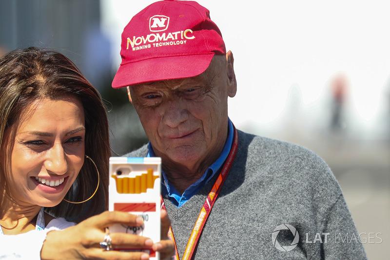 Niki Lauda, Presidente no ejecutivo de Mercedes AMG F1 fans selfie
