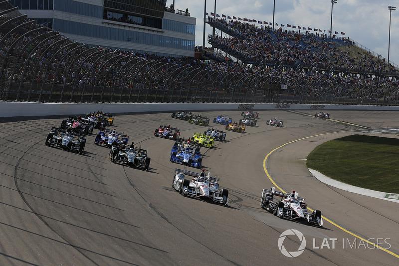 Еліо Кастроневес, Team Penske Chevrolet, Вілл Пауер, Team Penske Chevrolet лідирують на старті