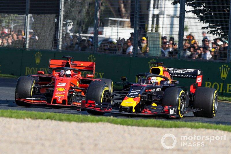 Max Verstappen, Red Bull Racing RB15 sorpassa Sebastian Vettel, Ferrari SF90