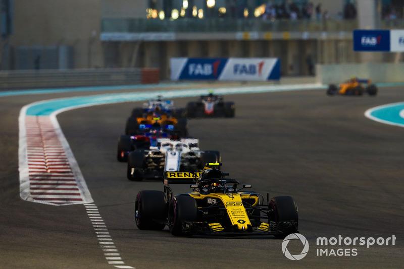 Carlos Sainz Jr., Renault Sport F1 Team R.S. 18, leads Marcus Ericsson, Sauber C37, and Pierre Gasly, Scuderia Toro Rosso STR13