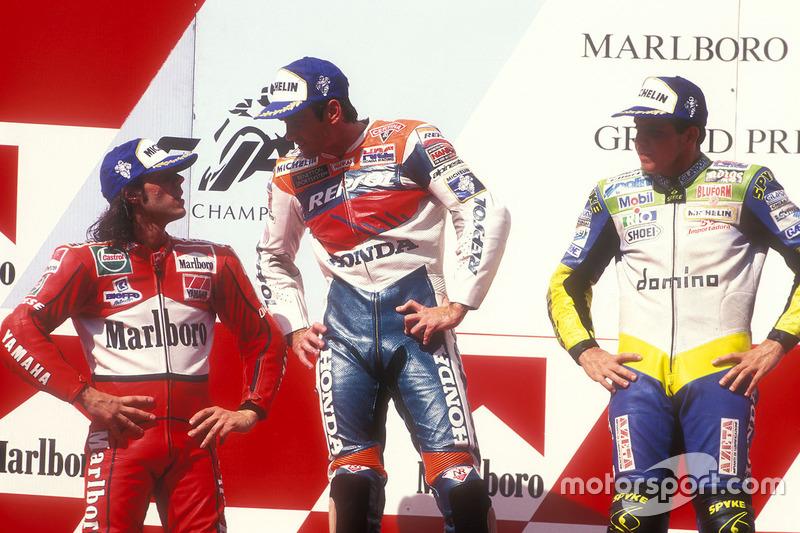 Podio: ganador Mick Doohan, Repsol Honda Team, segundo Alex Barros, Honda, tercero Loris Capirossi, Yamaha