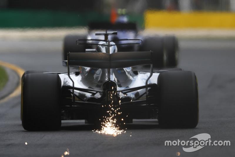 Lewis Hamilton, Mercedes AMG F1 W08, mit Funkenflug