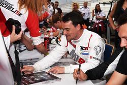 Autograph session, Norbert Michelisz, M1RA, Honda Civic TCR