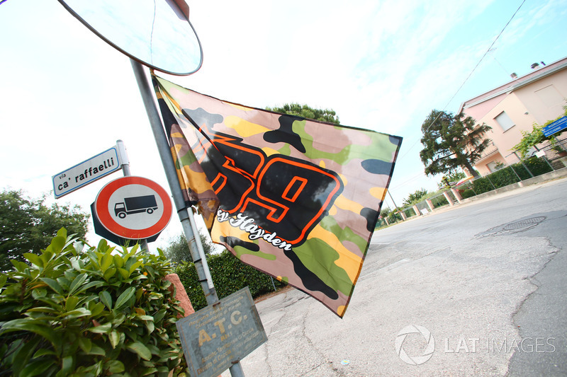 Erinnerung an Nicky Hayden an der Unfallkreuzung in Misano