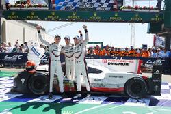 Algemene winnaars #2 Porsche Team Porsche 919 Hybrid: Timo Bernhard, Earl Bamber, Brendon Hartley