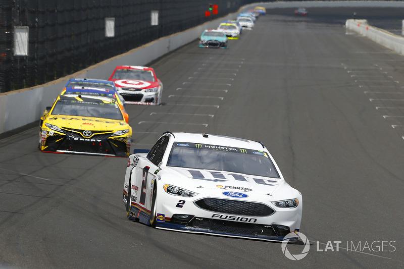 Brad Keselowski, Team Penske Ford, Daniel Suarez, Joe Gibbs Racing Toyota