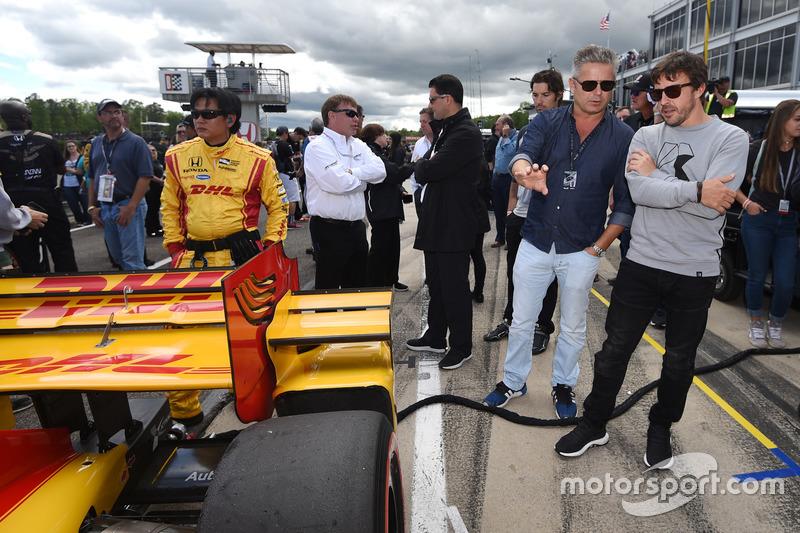 Gil de Ferran y Fernando Alonso en la parrilla