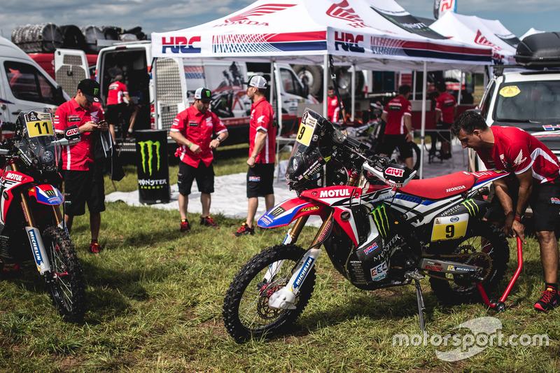 Motos del #11 Monster Energy Honda Team: Joan Barreda Bort y #9 Monster Energy Honda Team: Ricky Bra