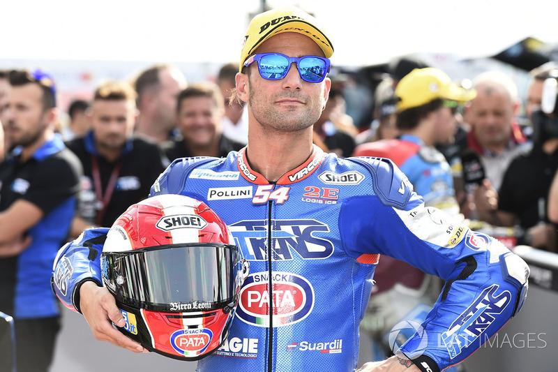 Mattia Pasini homenajeó a Simoncelli en el pasado GP de San Marino llevando una réplica de su casco