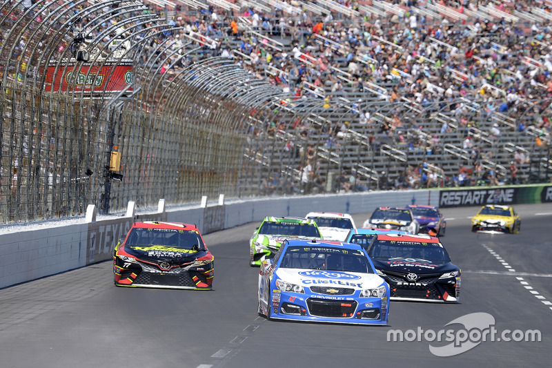 A.J. Allmendinger, JTG Daugherty Racing, Chevrolet; Matt Kenseth, Joe Gibbs Racing, Toyota; Erik Jones, Furniture Row Racing, Toyota