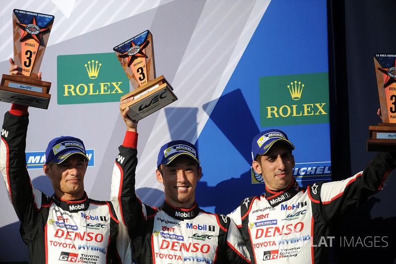 Al terzo posto Stéphane Sarrazin, Sébastien Buemi, Kazuki Nakajima, Toyota Gazoo Racing